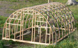 Construire une jolie serre dans son jardin for Construction d une serre de jardin